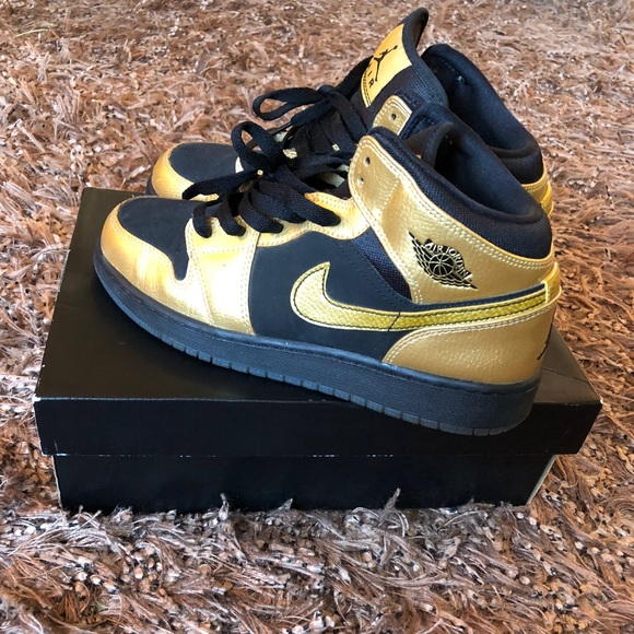 Black and gold Air Jordan 1 size 7y